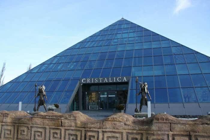 Glaspyramidenkaufhaus Döbern